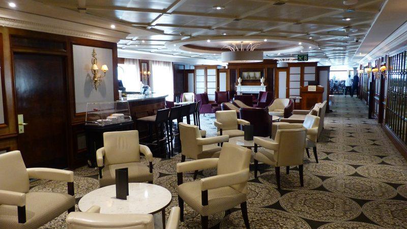 Azamara: Lounge area